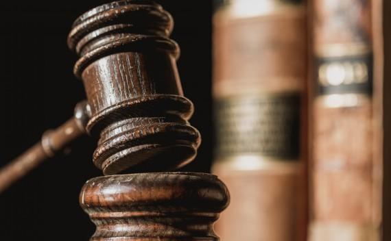 A SZÁRMAZÉKOS TULAJDONSZERZÉS FOLYAMATA: hogyan lesz a relatív hatályú kötelmi jogból mindenkivel szemben hatályos dologi jog?
